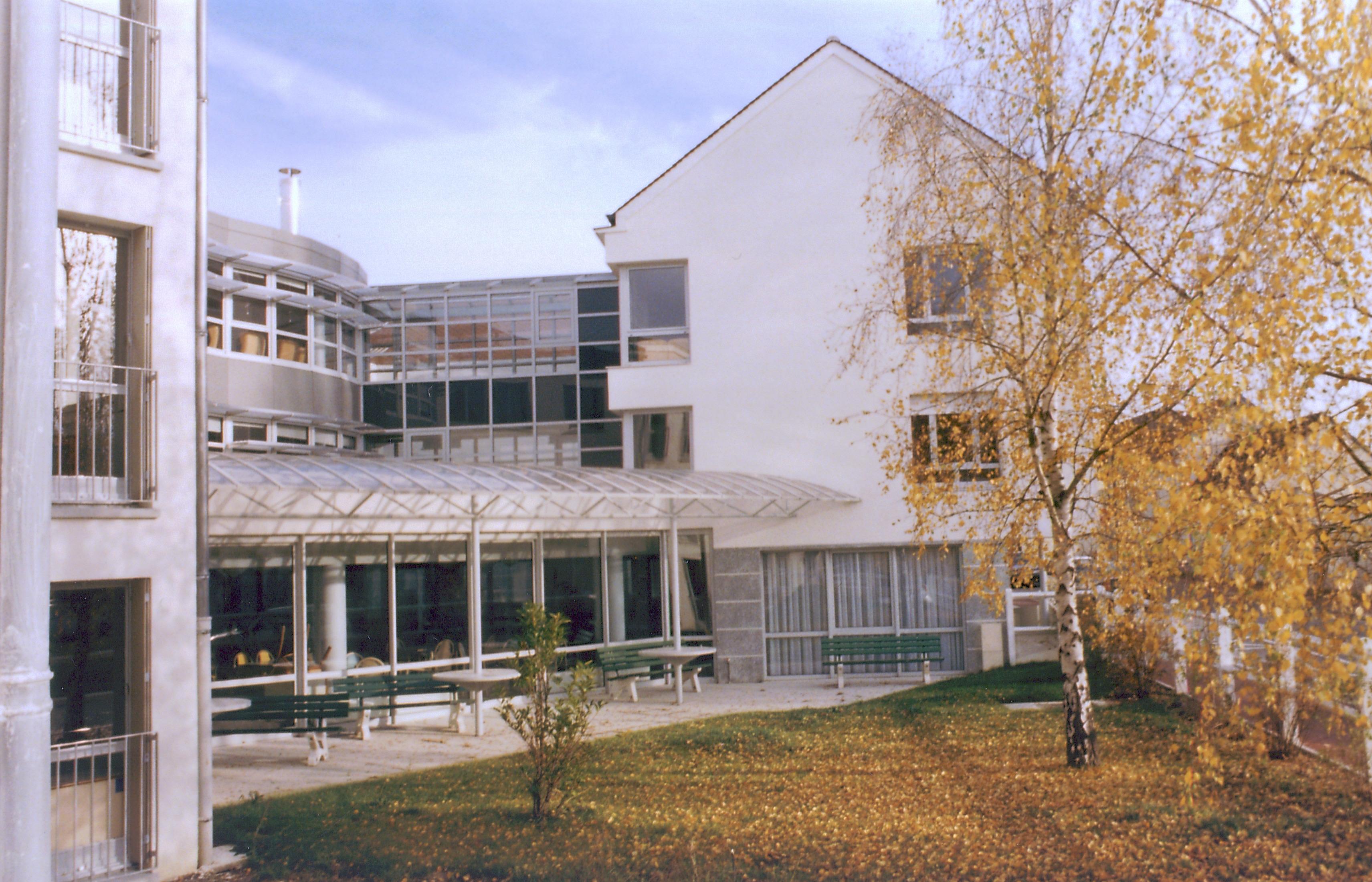 Maison de retraite bray sur seine le fil d argent for Aquarelle maison de retraite